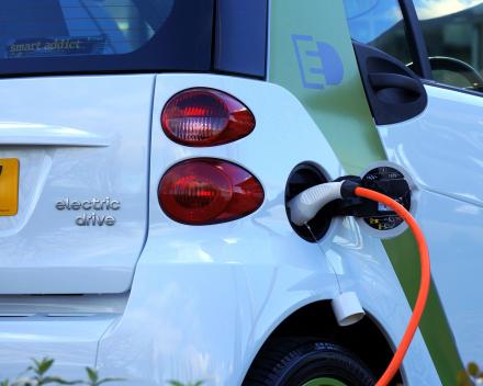 VRAAG 9: Ik heb een elektrische wagen; hoeveel zonnepanelen heb ik hiervoor nodig?